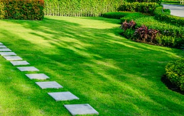 Hertfordshire lawn care costs